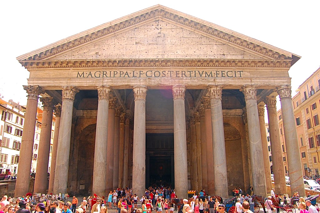 Picture of the front of the Pantheon in Rome Italy